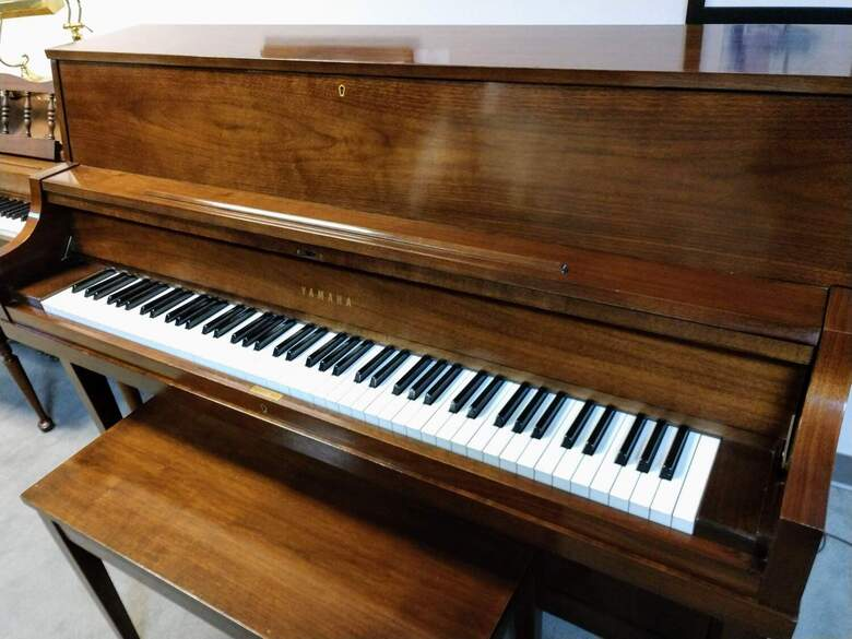 Yamaha 202 Studio Piano