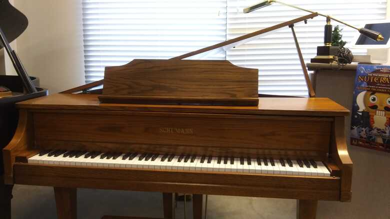 Schumann Baby Grand