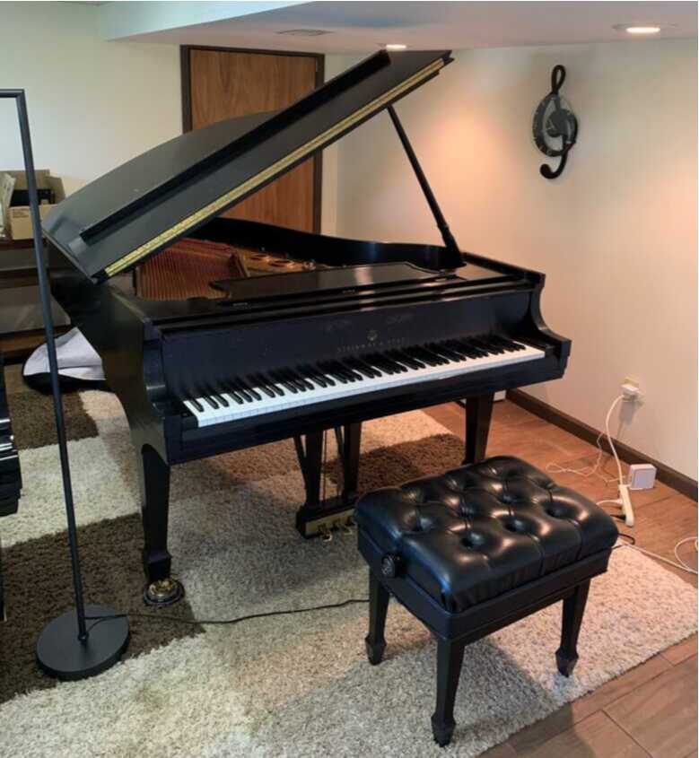 Van Cliburn winner owned Steinway L. Great condition.