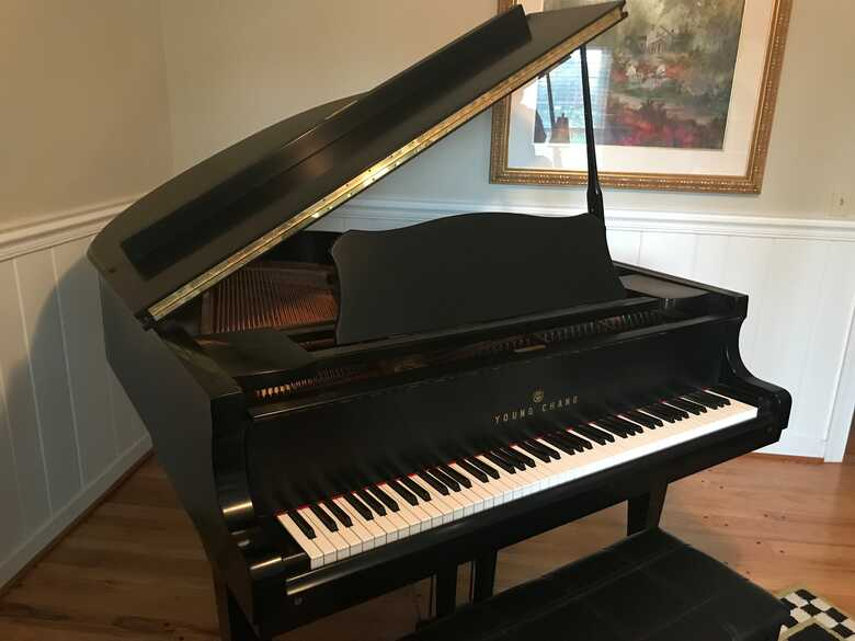 Young Chang Baby Grand G157, Ebony mint condition