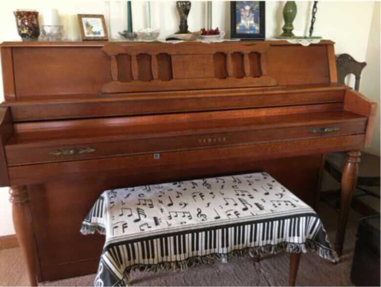 1988 Yamaha M306 American Colonial Traditional Piano