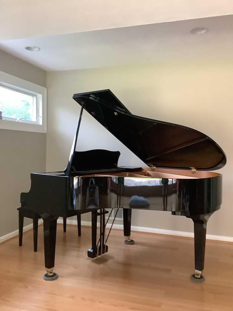 YAMAHA GP1 GRAND PIANO (Ebony Polish Finish)