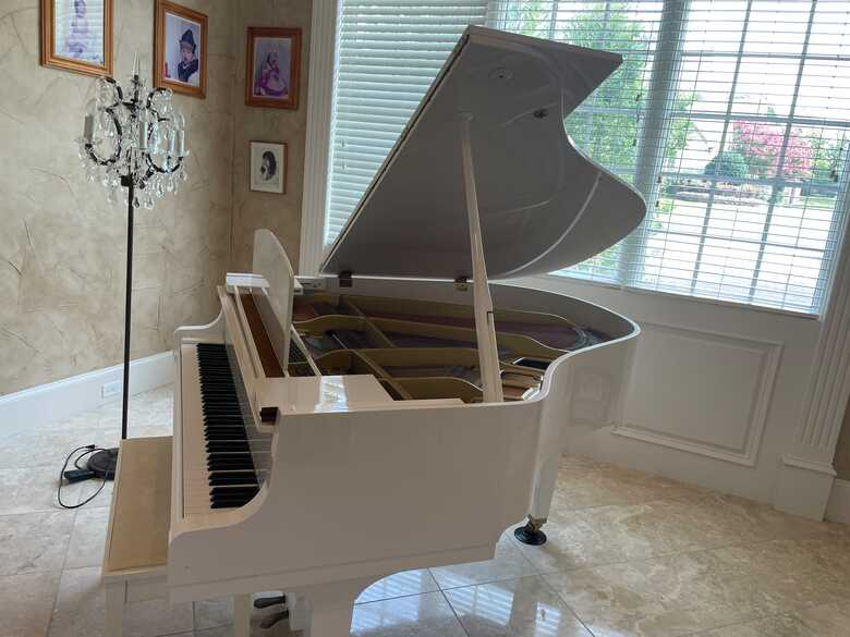 Yamaha White Baby Grand Piano GH1 Mint Condition