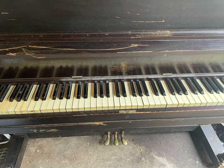 Janssen New York upright piano