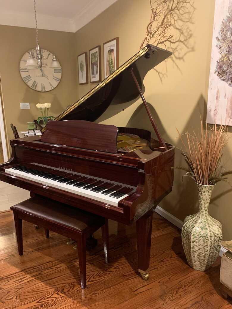 Like new! Beautiful mahogany Yamaha baby grand
