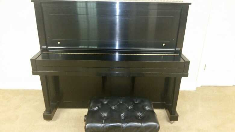 beautiful piano Steinway K52 Ebony Upright