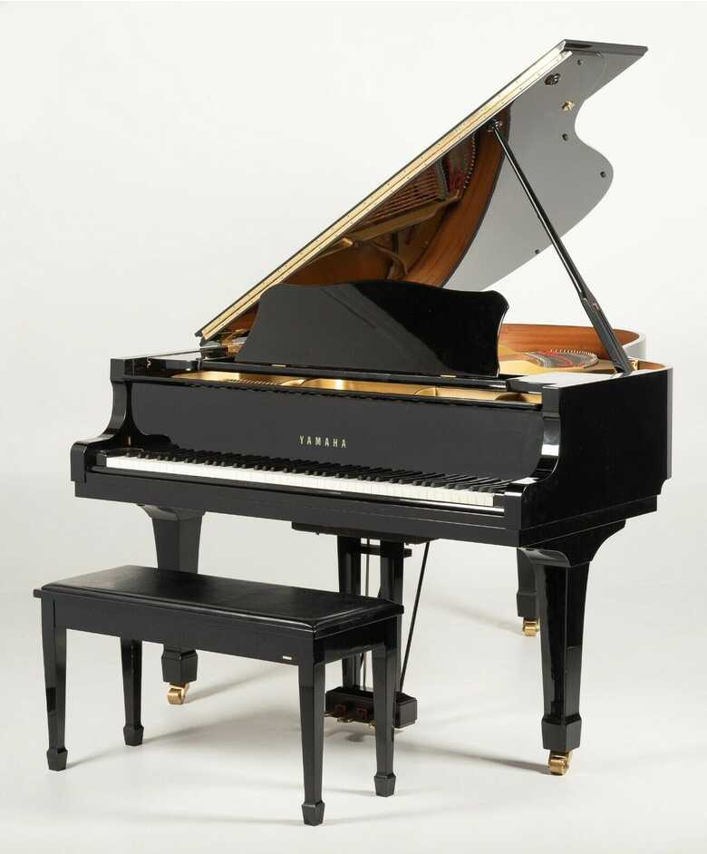Impeccable 1990 one owner Yamaha grand piano C3 ( NON GREY M