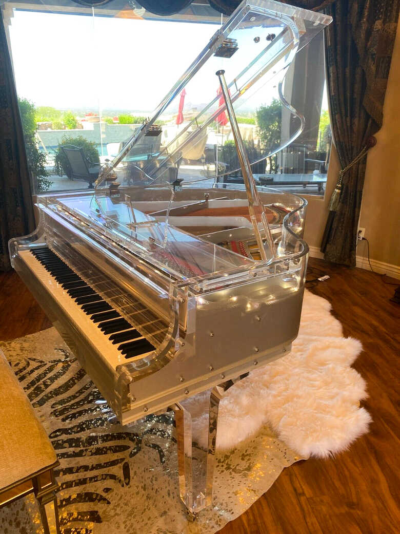 Tansparent / white Crystal Grand Piano for the rich & famous