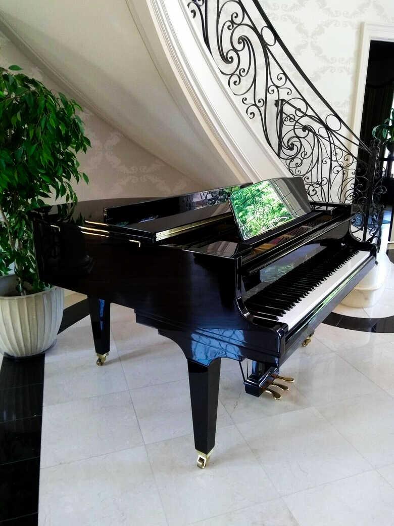New in the box 6'1 Grand piano & Yamaha C 3 bench